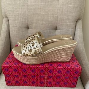 Tory Burch Thatched Perf. 80mm Wedge Slide size 9
